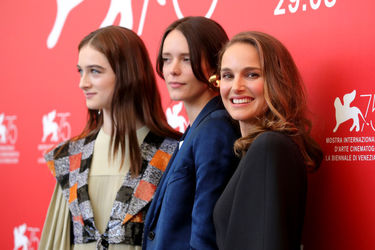 09998 (L-R) Raffey Cassidy_ Stacy Martin and Natalie Portman attend _Vox Lux_ photocall during the 75th Venice Film Festival