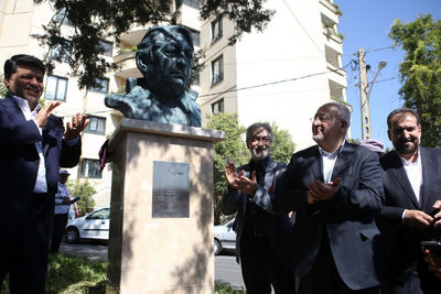 Bust of Actor Ezzatollah Entezami Set Up in Tehran