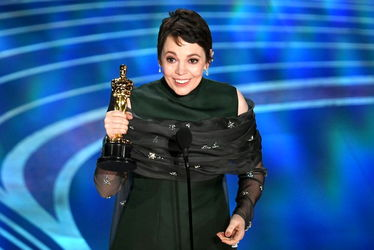 olivia_colman_accepts_the_actress_in_a_leading_role_award_for_the_favourite_onstage_during_the_91st_annual_academy_awards-oscars_2019-h_2019