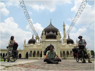 Iranian Photog Takes Tour of Asia to Cover Islamic Sites on Silk Road