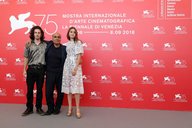095 Monk Serrell-Freed_ Amir Naderi and Sophie Lane Curtis attend Magic Lantern photocall during the 75th Venice Film Festival