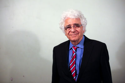 Iranian composer and conductor Loris Tjeknavorian wins Books for Peace Awards 2020