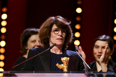 Laura Benson receives the Golden Bear for Best Film for _Touch me not_ at the closing ceremony during the 68th Berlinale International Film Festival