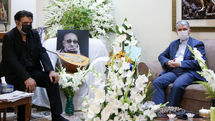 Minister of Culture and Islamic Guidance meets with the family of Abodolvahab Shahidi, Iran's veteran singer, composer