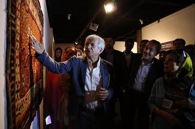 Sculptor Parviz Tanavoli donates collection of Persian rugs, carpets to CHTHM